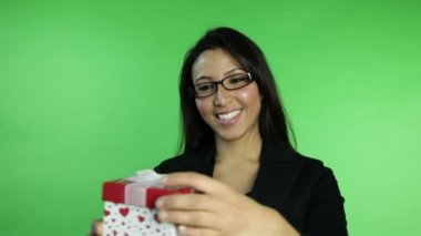 Businesswoman receiving gift — Stock Video