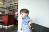 Çocuk bir halat çekme — Stok fotoğraf