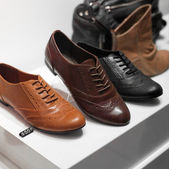 Row of various shoes — Stock fotografie