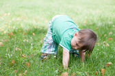 Kid playing outdoors — Stock Photo