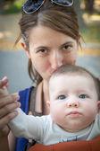 Joven madre — Foto de Stock