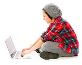 Woman using laptop — Stockfoto