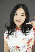 žena ukazuje na sebe — Stock fotografie