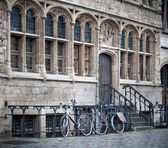 Cycles parked near house — Stock Photo