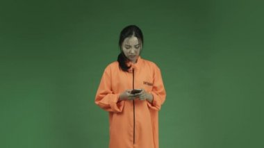 Asian adult woman prisoner — Stock Video