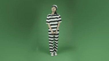 Prisoner with fingers crossed — Stock Video
