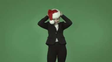 Business girl wearing chirstmas hat — Stock Video