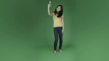 Casual woman taking a selfie — Stock Video
