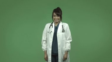Female doctor with fingers crossed — Stock Video