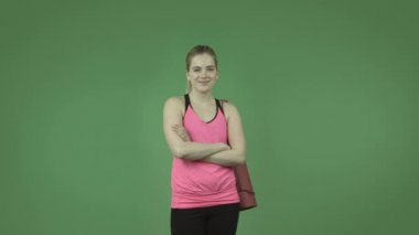 Sporty girl confident smiling — Stock video