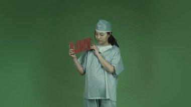 Aziatische vrouw arts liefde romantiek — Stockvideo