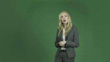 Falando de mulher de negócios — Vídeo Stock