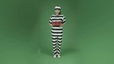 Asian woman prisoner in love — Stock Video
