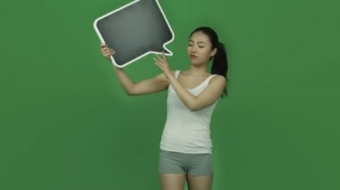 Sporty girl upset with blank speech — Stock Video