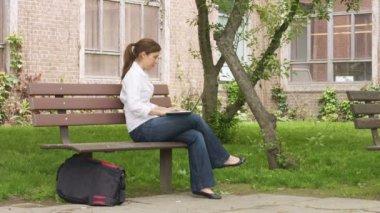 Female in relaxing the park — Stockvideo