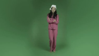 Asian woman in pajamas — Stock Video