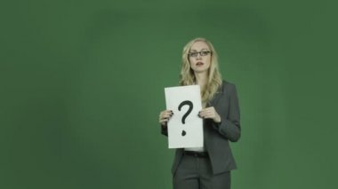 Businesswoman holding question mark — Stock Video