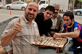 People playing traditional board game, Arbil, Autonomous Kurdistan, Iraq — Stock Photo