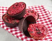 Mini sized red beetroot muffins with dark chocolate — Stockfoto