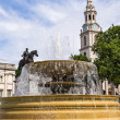 Fountain Trafalgar Square in central London — Stock Photo