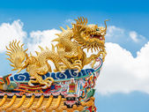 Chinese golden dragon statue — Stock Photo