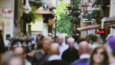 Crowded Touristic Shopping Street — Vídeo de stock