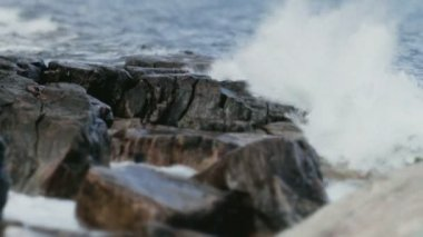 Waves Hitting Rocks Shallow Depth of Field — Stock Video