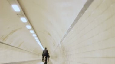 Adult and Kid Cycle in Tunnel with Oncoming Cyclist in Slow Motion — Vídeo Stock