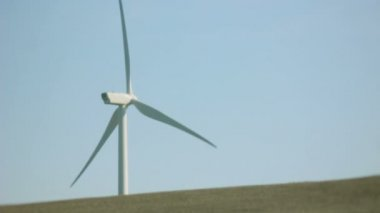 White Turbine Windmill on a Concrete Horizon — Stock Video