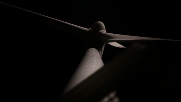 Moulin de la turbine au clair de lune — Vidéo