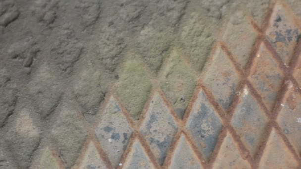 Textura de fondo de placa metálica de patrón de diamante que se decae — Vídeo de stock