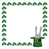 Clover and the green hat with rabbit — Vector de stock