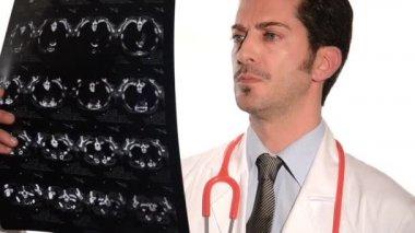 Doctor examining film scans — Vídeo de stock