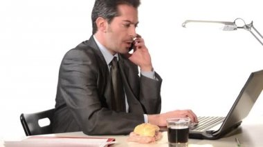 Businessman with phone eating unhealthy food — Stock Video