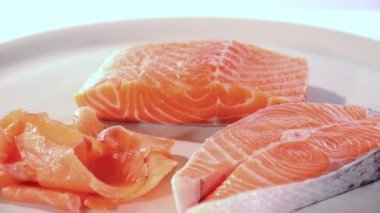 Rodajas de salmón crudos — Vídeo de Stock