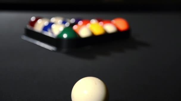 Bolas de billar en posición de arranque — Vídeo de stock