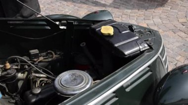 A classic car — Stock Video