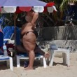 Overweight woman at beach — Stock Video