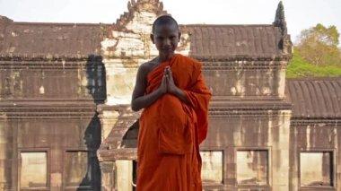 Jeune portrait de moine bouddhiste — Vidéo