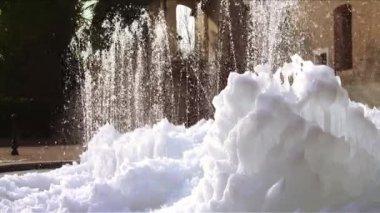 Fontána v zimě — Stock video