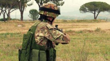 Italienische Armee. Militärübung. — Stockvideo