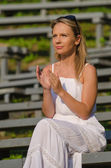 Young pretty woman clapping — Stock Photo