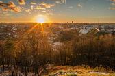 Eerste dagen van de winter in vilnius, litouwen. de zonsondergang — Stockfoto