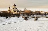 Zverynas puente y znamenskaya iglesia ortodoxa en vilnius, lituania — Foto de Stock