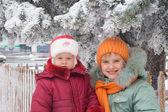 Dwie młode dziewczyny — Zdjęcie stockowe