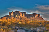 Superstition mountain at sunset — Stockfoto