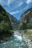 Río en alpes — Foto de Stock