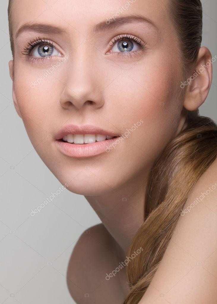 Девушки с натуральным макияжем