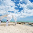 Wedding baldachine on the beautiful beach — Stockfoto