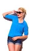 Fashion model in sunlight lean on the wall. — Stock Photo